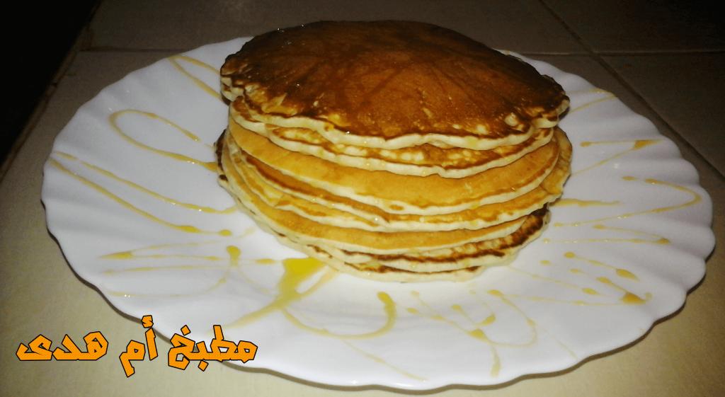 طريقة عمل بان كيك هو كيك مسطح او رقيق و يحتوي الخليط على البيض والحليب والزبدة ويطبخ على سطح ساخن مثل المقلاة