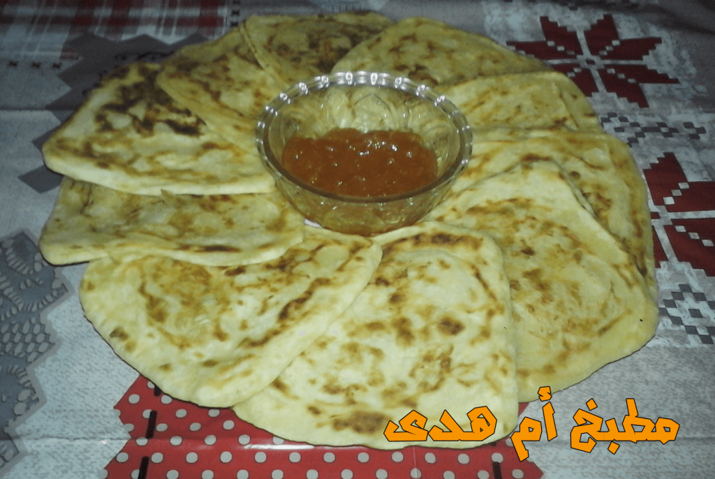 رغايف مغربية من أشهر و ألذ شهيوات رمضان التي تزين به المرأة المغربية مائدة الافطار