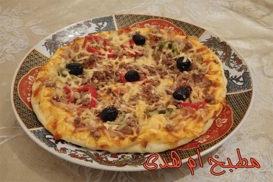 طريقة عمل البيتزا و هي من أفضل الأطباق في ايطاليا بعد ذلك أصبح هذا الطبق بأشكاله المختلفة شائعا في جميع أنحاء العالم.